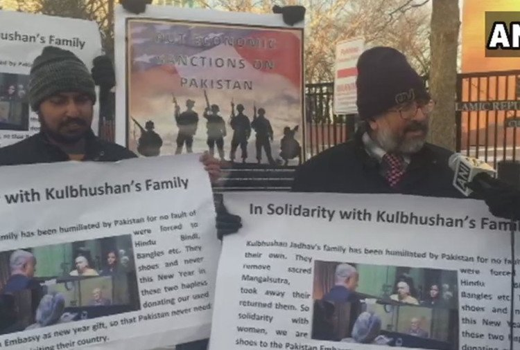 misbehavior with kulbhushan family protest against Pakistan in US with chappal chor tag