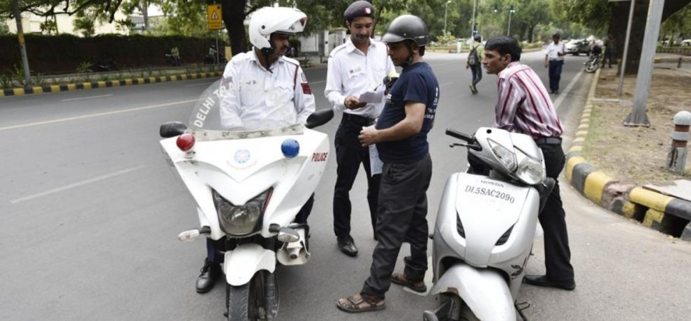 Image result for दिल्ली अगर तोड़ा ट्रैफिक नियम तो खाने पड़ेंगे बिजली के झटके व भी है सजा