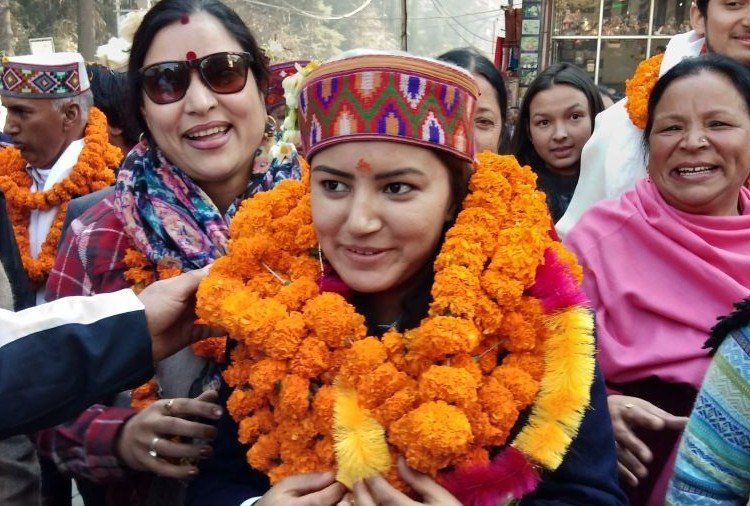 international skiing champion Aanchal Thakur warm welcome in Manali