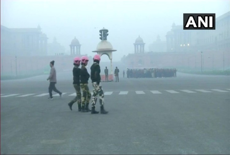 delhi-ncr moderately foggy with maximum temperature at 23 degrees & minimum temperature at 7 degrees