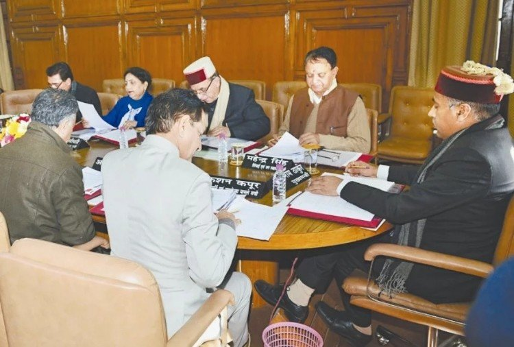 himachal govt service extension to three employees