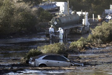 mudslides in California kills 19 people and 5 are still missing whom police is searching