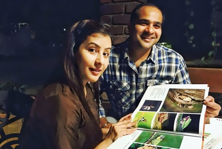 bigg boss 11 contestant Shilpa Shinde brother Ashutosh REACTS on Hina Khan comment call girl