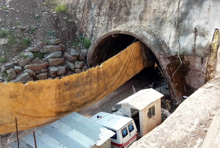 Tunnel collapse on chandigarh manali national highway