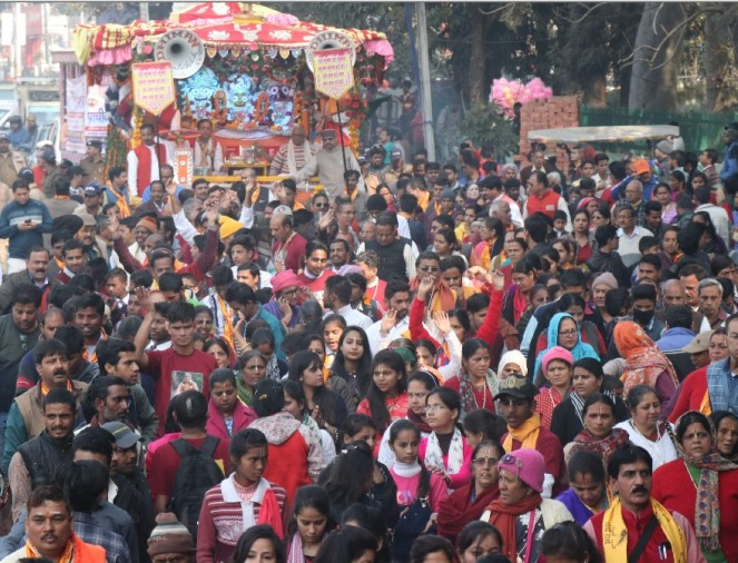 Huge Jagannath Rath Yatra photos dehradun