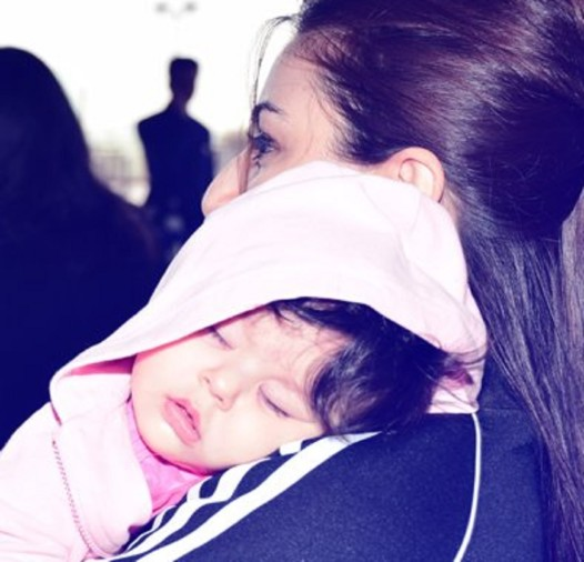 Soha ali khan daughter inaaya sleeping picture will surely take your heart