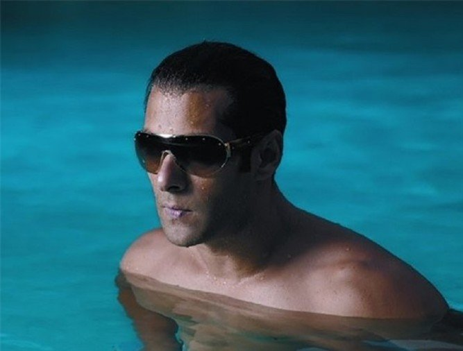 Salman Khan Imparted Swimming Lessons To The popular Choreographer Ganesh Acharya
