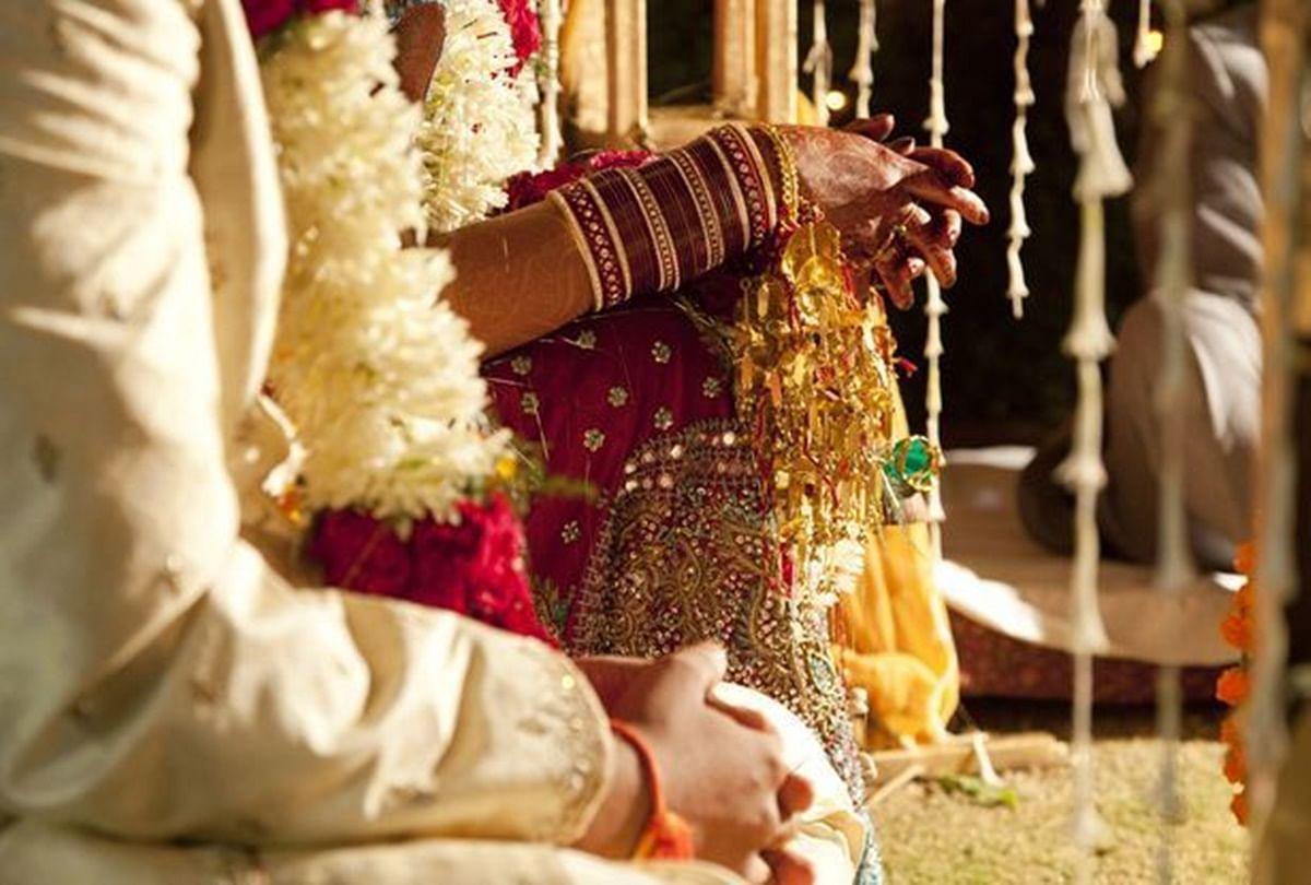 Wife Feel Cheated After Her First Wedding Night - मेरी शादी की पहली रात थी,  सिर झुकाए, हाथ में दूध का गिलास लिए मैं बेडरूम में घुसी - Amar Ujala Hindi  News Live
