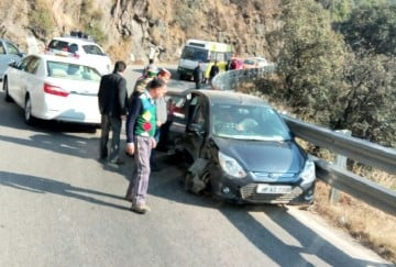 himachal health minister car collided with another vehicle