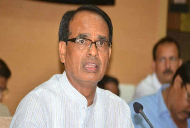 MP CM Shivraj has announced Rs one crore for prison guard who attacked by prisoner in Bhind