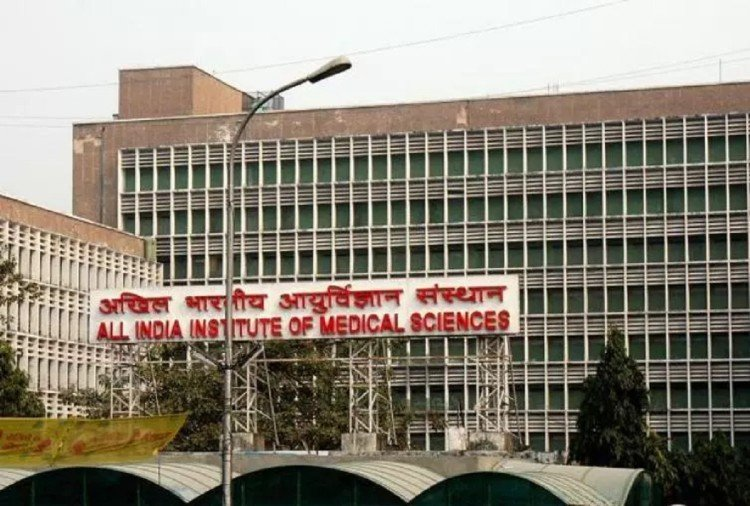 delhi government hospitals deny to admit infant in icu then aiims admit and saved baby life