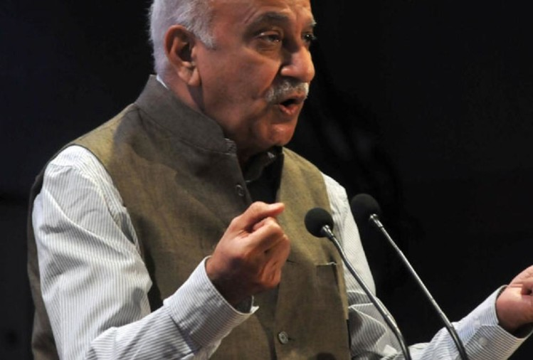 Union minister MJ Akbar statement over nuclear weapons in Davos