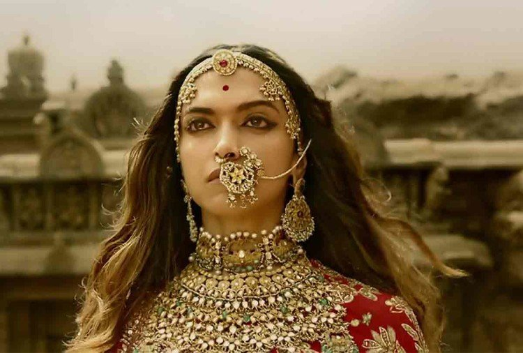 PADMAVAT Movie REVIEW BHANSALI DO NOT SHOW HIS BEST TO SHOW  HISTORY