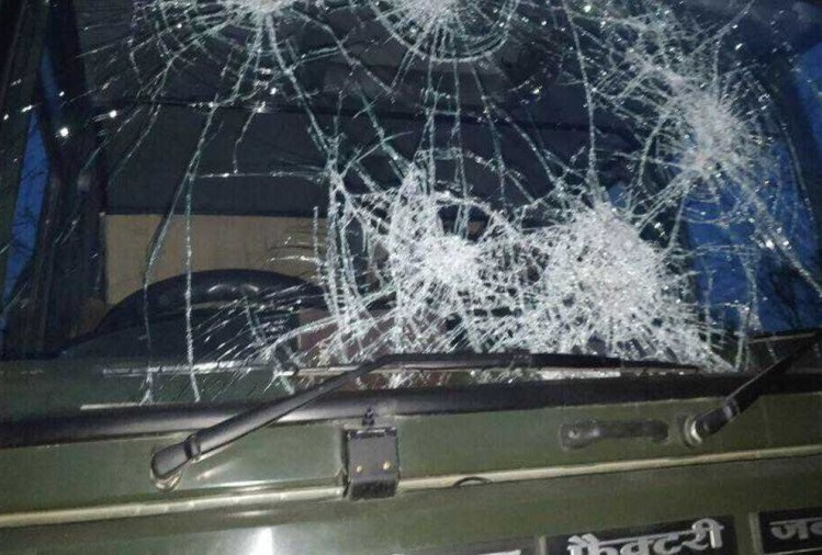 1 killed, two injured in firing after army patrol party came under heavy stone pelting in Shopian