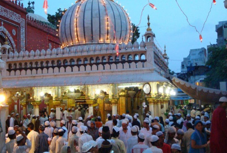 delhi high sends notice to central government regarding women entry in nizamuddin dargah