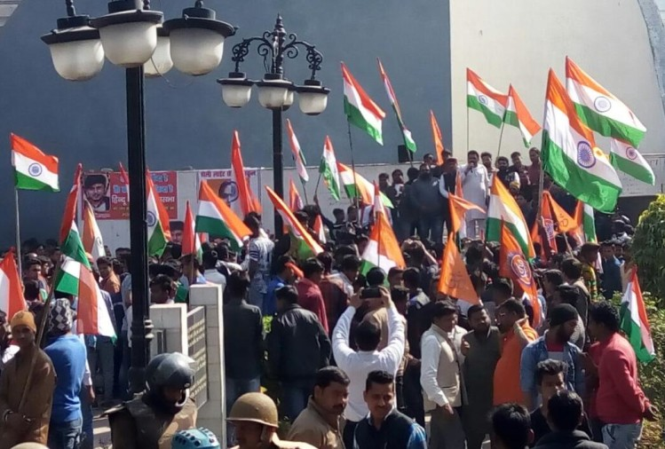 Agra VHP and bajrang dal activist taking out tiranga yatra
