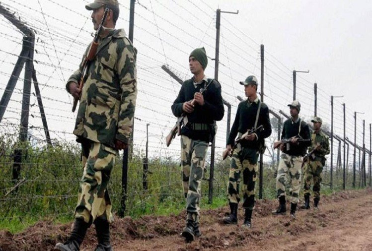 BSF jawans faith on pak and going to work of fencing at night but ceasefire violation by Pakistan