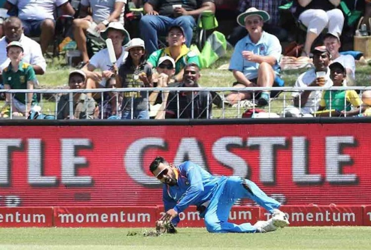virat kohli injury on left knee in first odi against south africa