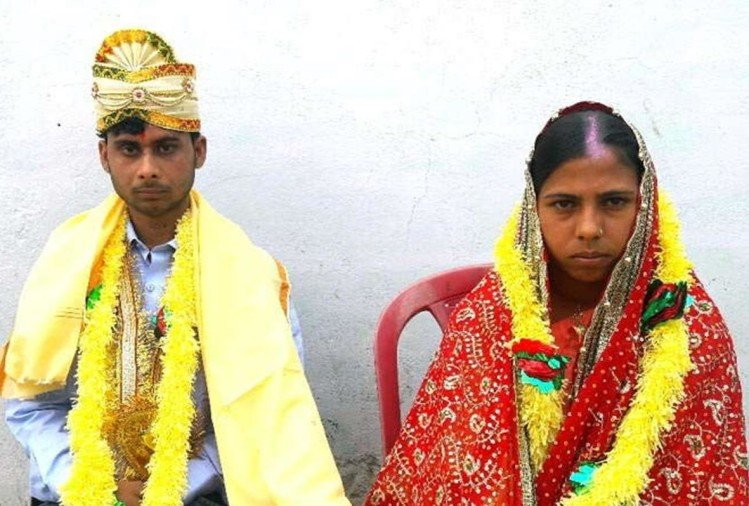 in bihar villagers make marriage of lovebirds