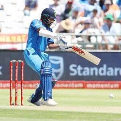 INDvHKG Live: शिखर धवन ने जमाई शानदार फिफ्टी, टीम इंडिया का स्कोर 100 के पार