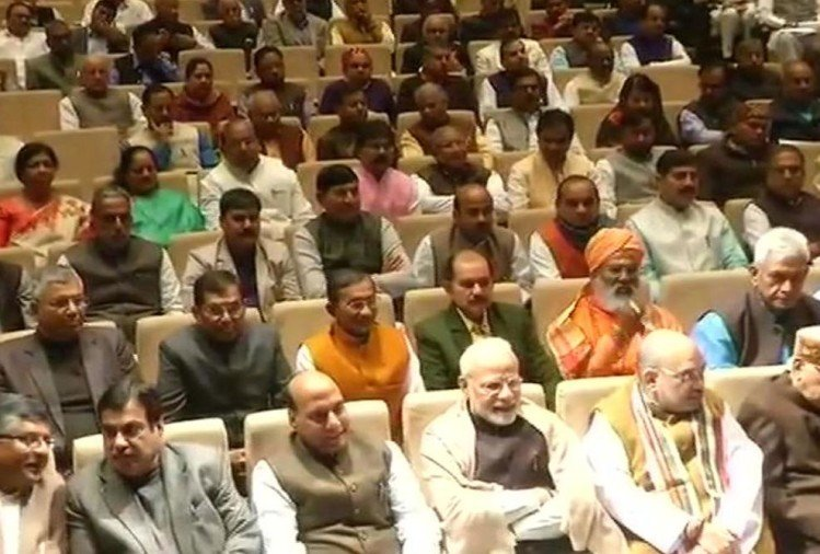 bjp parliamentary party meeting prime minister narendra modi amit shah congress rahul gandhi