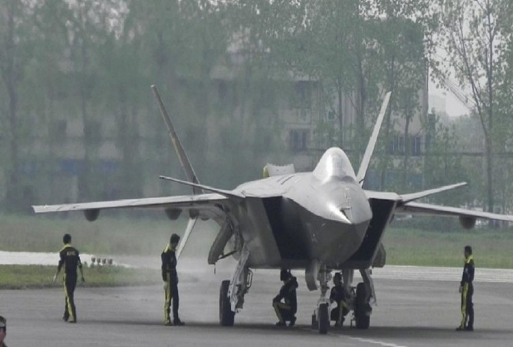 China has inducts a J-20 stealth fighter jet in its air force