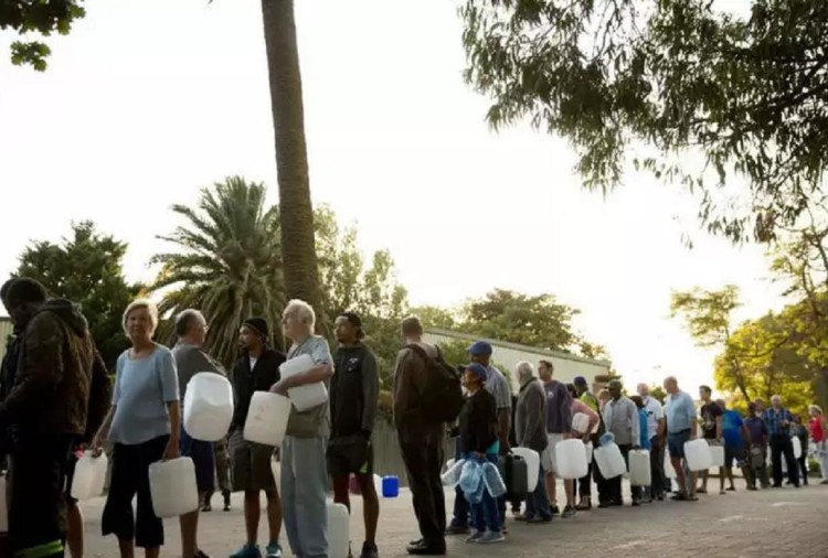 The severe water crisis in Capetown, the ban on people's bath