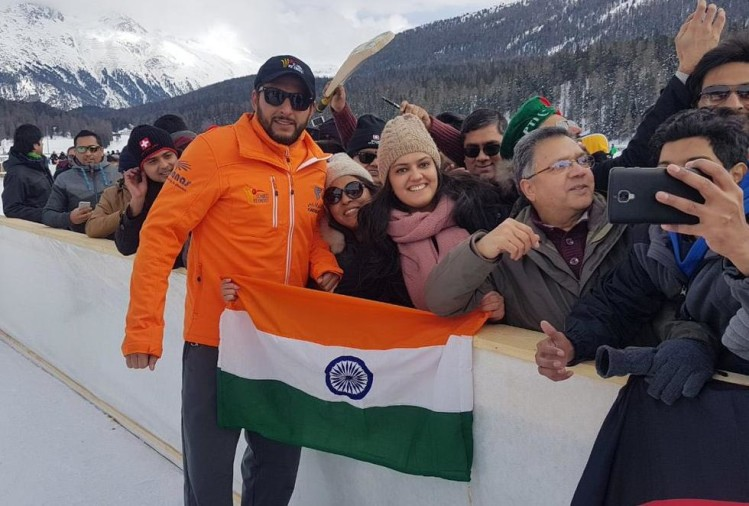 shahid-afridi-told-his-motive-to-ask-an-indian-supporter-to-straighten-her-national-flag/