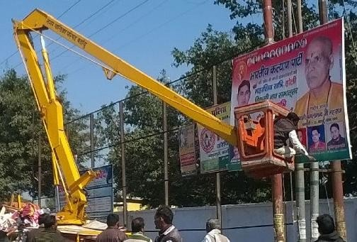Authorities showing favoritism in removing hoardings
