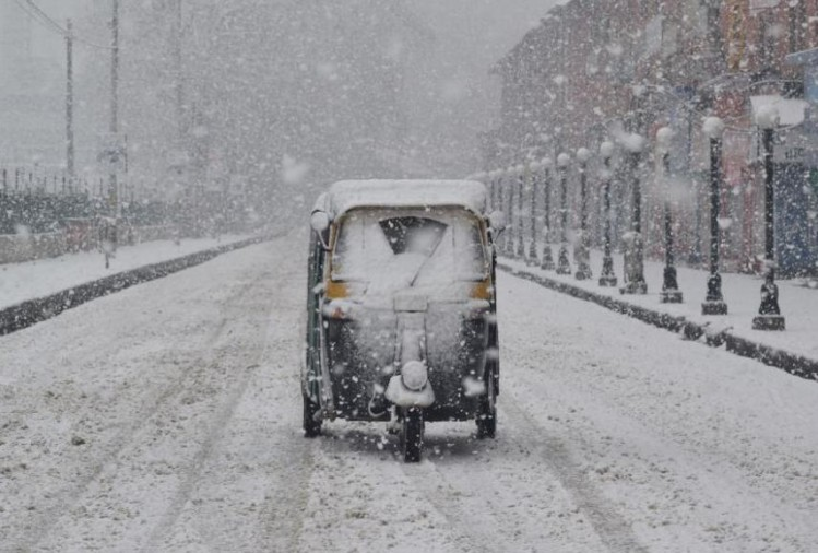 PHOTO GALLERY OF SNOWFALL IN KASHMIR VALLEY IN FEB