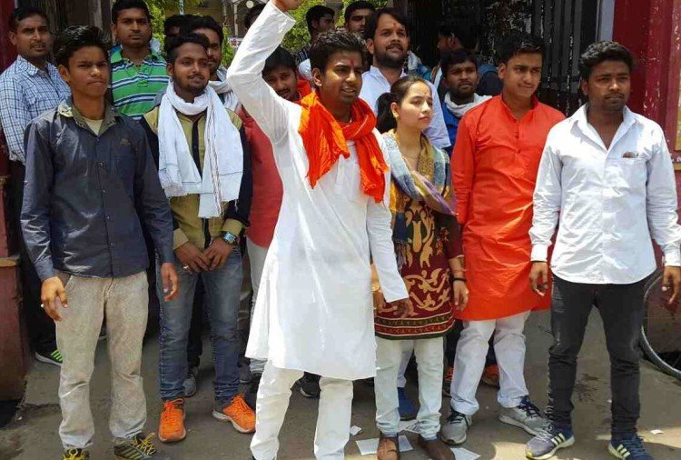 student protest against principal of ,harish chandra pg college