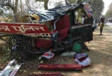truck hit auto in mirzapur two died