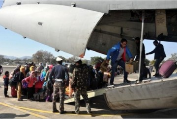 indian air force airlift 233 peoples from leh jammu and kashmir