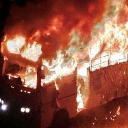पटना में बारातियों से भरी बस पलटने से सात की मौत, 25 घायल, गुस्साई भीड़ ने एक और बस फूंकी