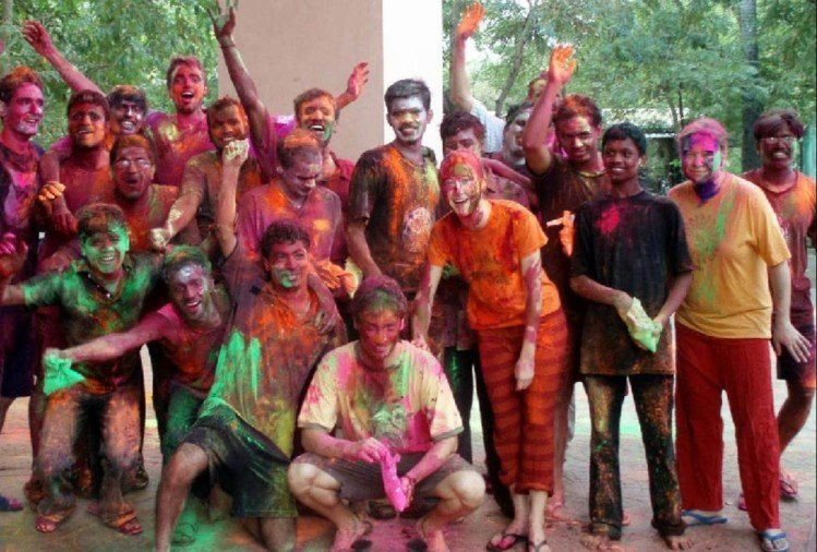see the different colours of holi