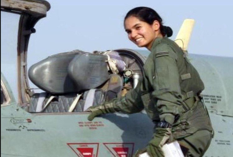 Avani Chaturvedi, The first female solo fighter pilot of India