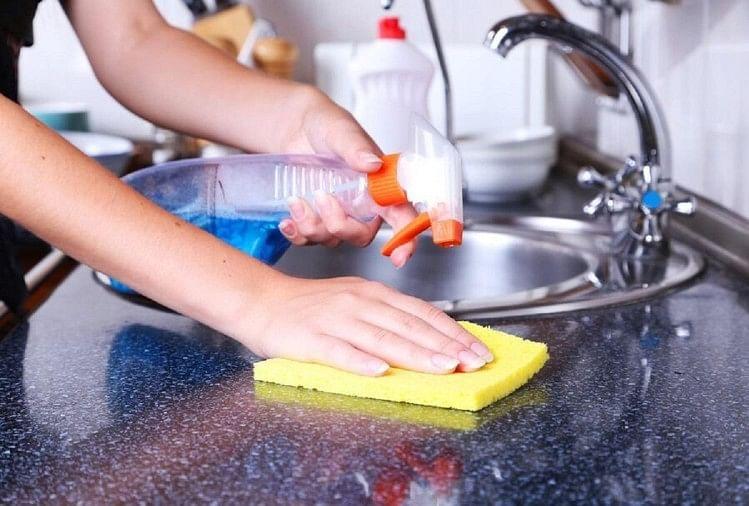 You Should Must Clean These Places In House - घर की इन जगहों पर होती है  सबसे ज्यादा गंदगी, यहीं से फैलती है बीमारियां - Amar Ujala Hindi News Live