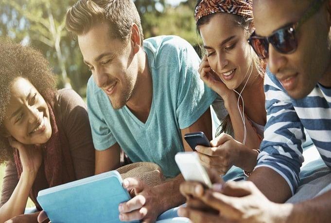 ज्यादा देर तक इस्तेमाल करते हैं मोबाइल तो ये संभल जाएं, वरना होगी ये जानलेवा बीमारी