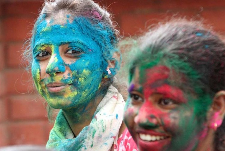 how to take care of skin and hair in holi