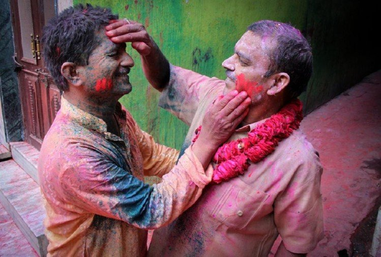 Holi 2018 Never wear torn old clothes you have to face bad luck with many health problems