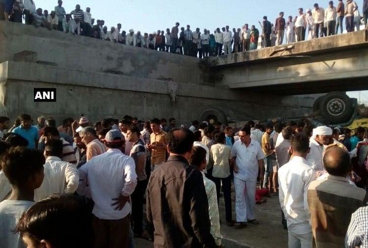 20 people dead after truck fell into a drain in Gujarat