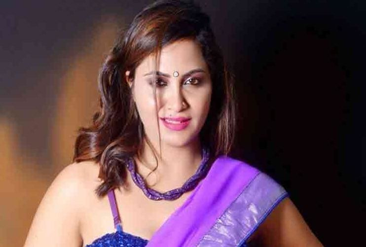 bigg boss 11 ex contestant arshi khan file case of sexual harrasment against a pandit