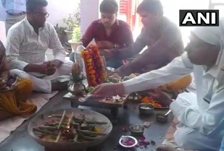 man organised a havan and bhoj after his parrot died