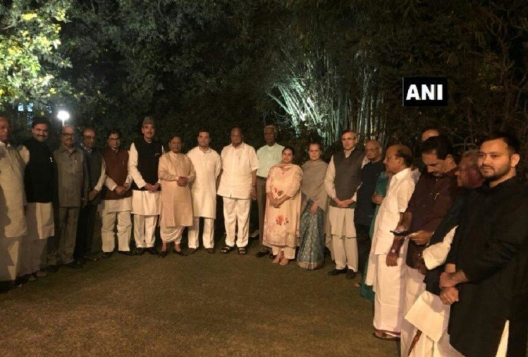 Sonia Gandhi hosted dinner for opposition parties to beat bjp in 2019 lo sabha elections