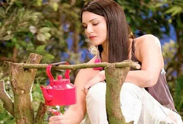 Image result for सनी लियोनी को चाय
