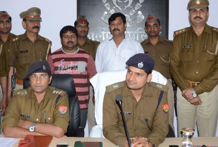 UP Police arrested one person for committing fraud posing as IAS officer in Aligarh
