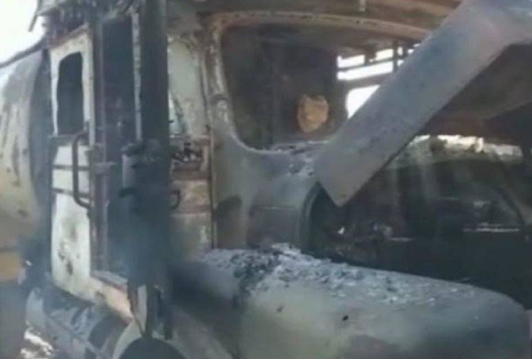 naxals torched four vehicles in chhattisgarh and kill conracter after kidnapping