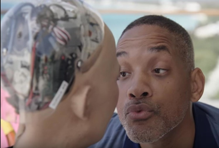 hollywood actor Will Smith try to kissed Robot Sofia
