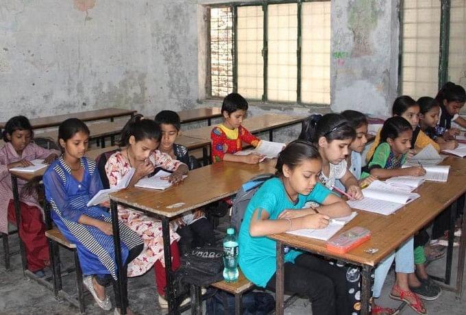 Image result for यहां छठीं क्लास के बच्चे पढ़ रहे ABCD