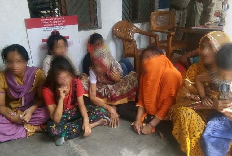 गौतम पल्ली थाने में बैठा पीड़ित परिवार (फाइल)